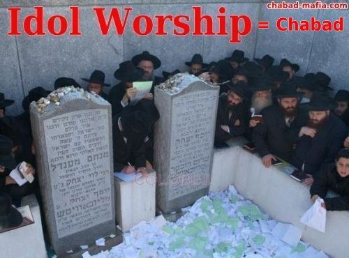 idol worshipping at the grave of the chabad rebbe